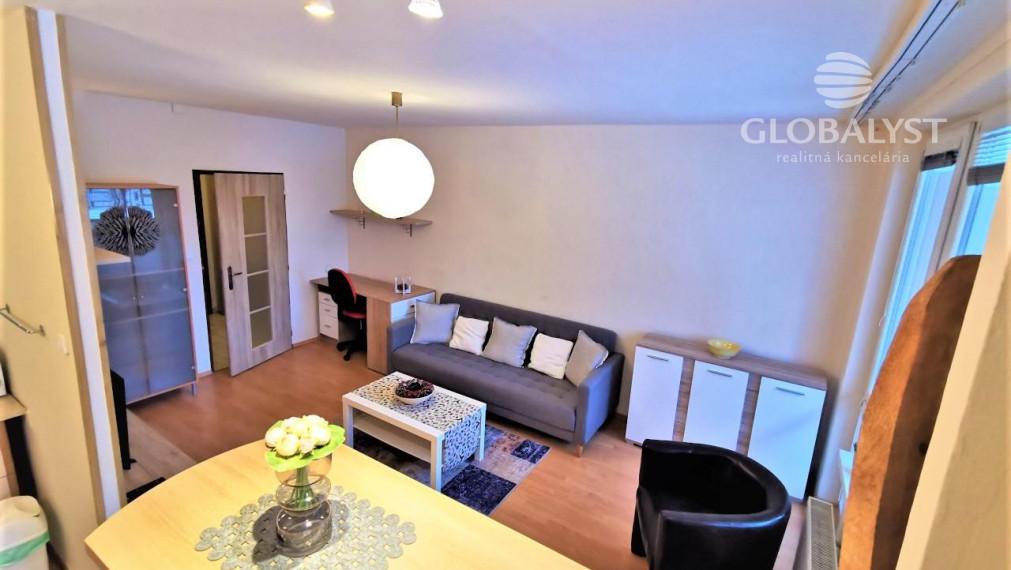 Útulný - zariadený 1 izbový byt v Malej Prahe